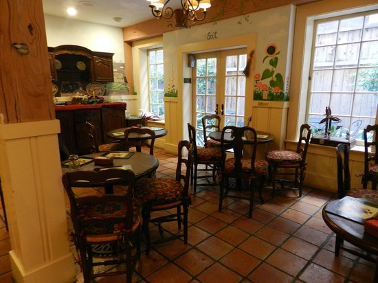 Petite Auberge: Indoor Dining area