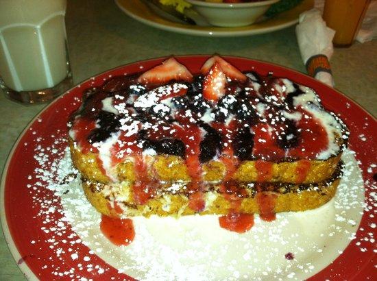 Omelette Shoppe & Bakery: Berry Bliss French Toast