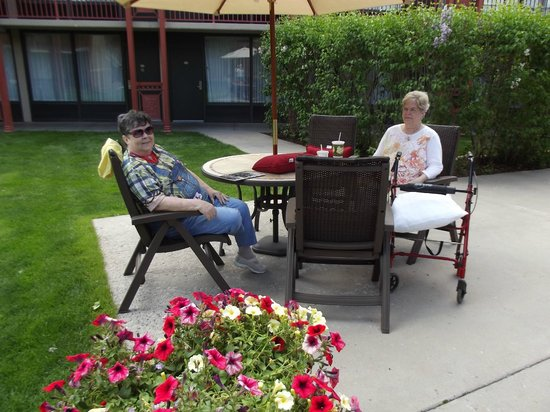 Durango Downtown Inn : Chillin' in the courtyard