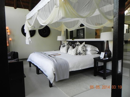 Lion Sands Ivory Lodge : Beautiful bedroom suite