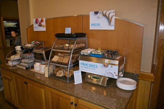 Holiday Inn Express Pullman: Breakfast Buffet Food