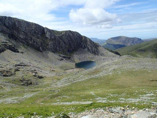 Snowdon: View of Llyn Du'r Arddu from Llanberis Path