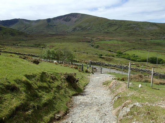 Snowdon: End of Llanberis path leading to Victoria Terrace