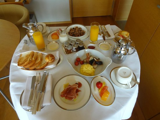 Park Hyatt Seoul: Breakfast served in room to Diamond members for free