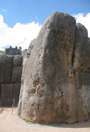Sacsayhuamán: Largest stone