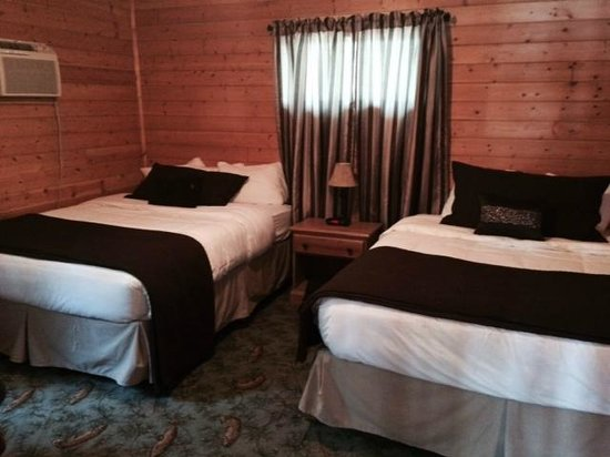 Lost Lake Lodge: 1 bedroom cabin w 2 queen  beds