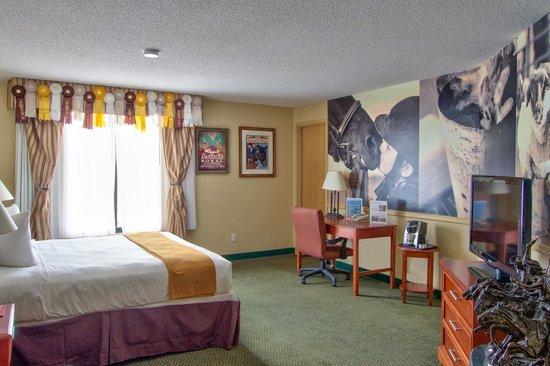 816 Hotel: American Royal Themed Room