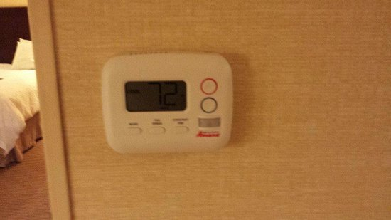 Hampton Inn Staunton: Digital Thermostat