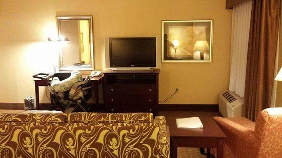Hampton Inn Staunton: Large TV for hotel room!