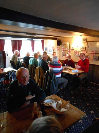The Raven Inn: Great mixture of people all enjoying themselves