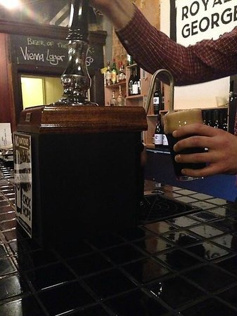 Royal George Hotel: Hand pump and choc hops stout