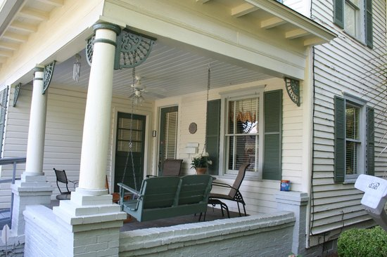 Dodge Hill Inn : This may be the most relaxing front porch in Georgia.  Great place for stimulating conversation.