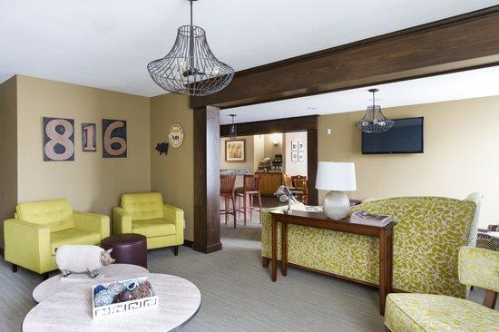816 Hotel: Lobby Lounge