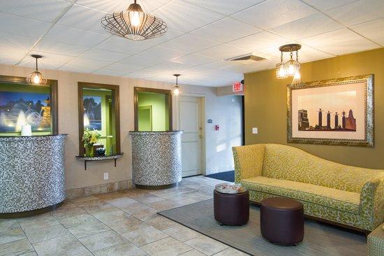 816 Hotel: Front Desk