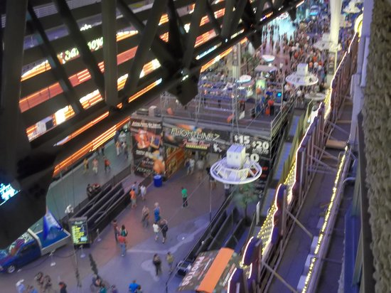 Four Queens Hotel and Casino: Looking out my room window onto Fremont Street