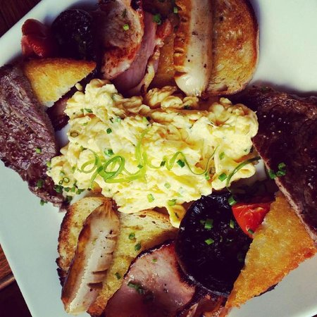 Lazy River Bar & Bistro: Full breakfast, split in two because we were sharing