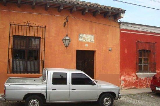 Hotel Lo De Bernal: La fachada exterior