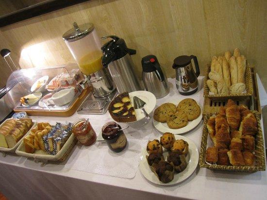 Hotel Helder Opera : 朝食もそれなりに充実。