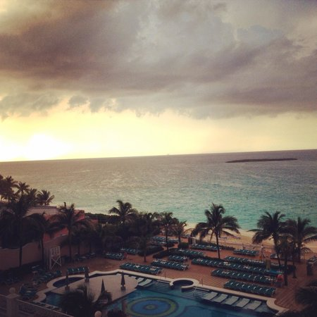 Hotel Riu Palace Paradise Island: Beautiful views but not much else.