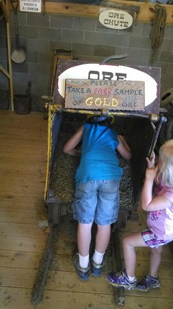 Big Thunder Gold Mine: you get a piece of gold ore for free