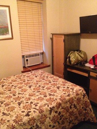Park Savoy: Room 412 Desk