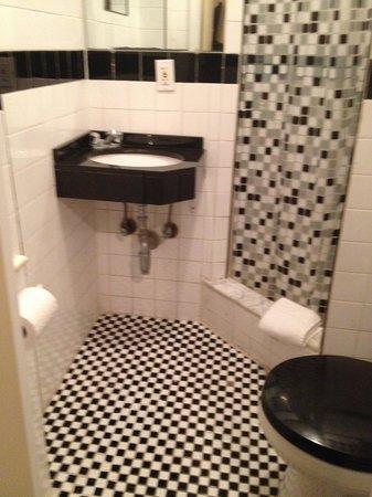 Park Savoy: Room 412 Bathroom