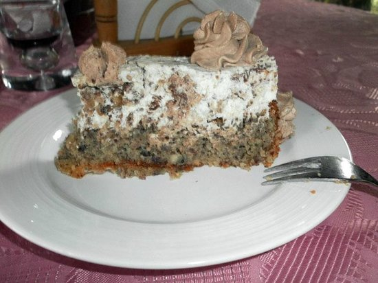 Verena's Cafe: Cake with hazelnuts