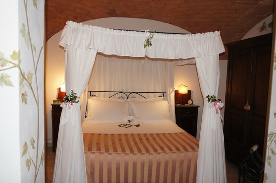 Le Casine di Castello: Bedroom was so sweetly decorated.