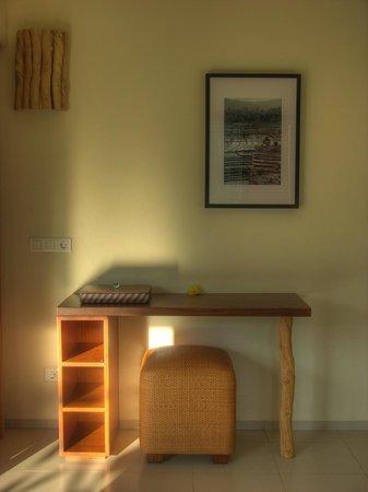Villa Sabandari: LEGONG room: writing desk