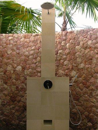 Villa Sabandari: LEGONG roon: Open Air Rain Shower