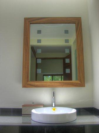 Villa Sabandari: LEGONG room: Bathroom