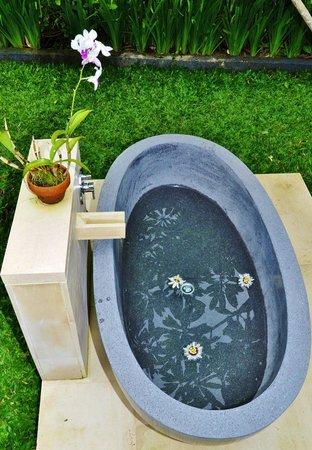 Villa Sabandari: TELEK room: Open Air Bath Tub
