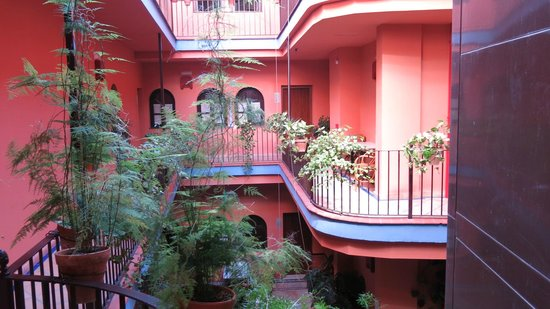 Hotel Patio de la Alameda: Outside view from our room on 2nd floor