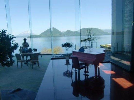 Toya Sunpalace Resort and Spa: 1階ロビー