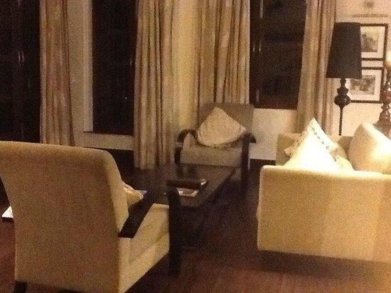 Sol de Goa: sitting area in suite