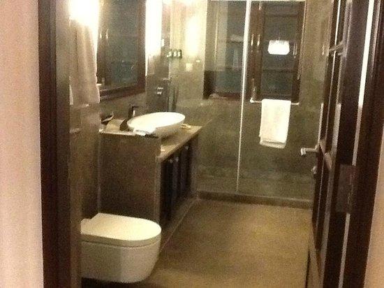 Sol de Goa: Bathroom in suite