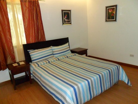 Standard Size Bedroom. Inn KM 13 5  Standard Queen Size Bedroom with Extra Single Bed Picture of