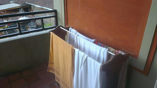 Adi Dharma Hotel: Towel rack in balcony