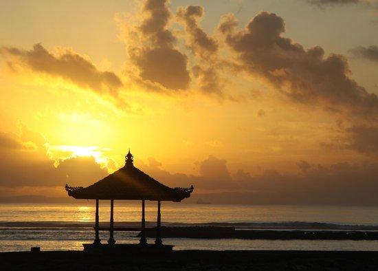 Nusa Dua Beach Hotel & Spa: Sunrise