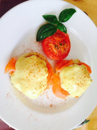 627 on King Bed and Breakfast : Eggs Benedict with smoked salmon
