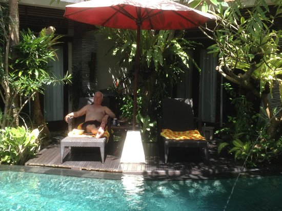 Rumah Santai Villas : The pool access fromm each villa is great and with the plants was always pleasant and shady