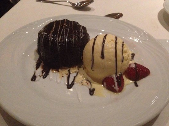 Fogo de Chao Brazilian Steakhouse : Chocolate Lava Cake