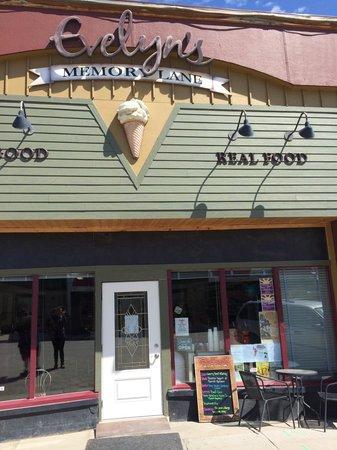 Evelyn's Memory Lane Cafe: Storefront
