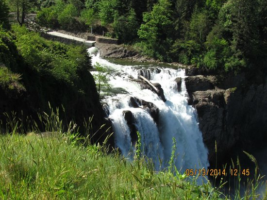 Shutter Tours - Day Tours : Snoqualmie Falls in May 2014
