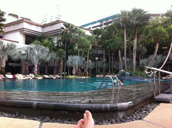 Shangri-La Hotel,Bangkok: Piscina del hotel