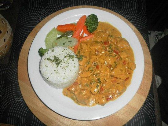 Aloha Surf Cafe Cabarete: Curry chicken