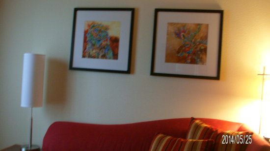 Residence Inn Helena: Paintings inside the room