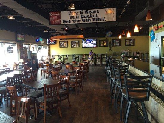 Holiday Inn Detroit Lakes: bar