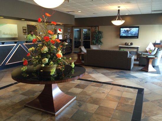 Holiday Inn Detroit Lakes: very nice lobby