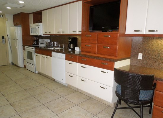 Flamingo Beach Resort: Full kitchen